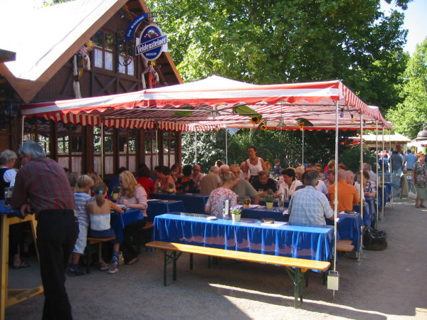 lambert-gmbh-goeppingen-marktsysteme-marktbedarf-marktschirme-zelte-baukastensystem-gastronomie-strassenfest