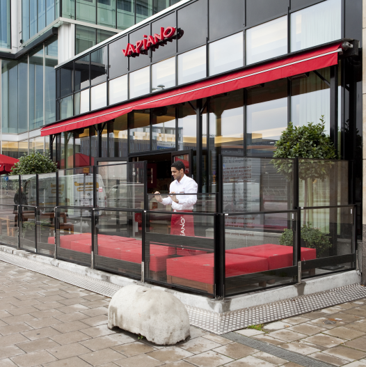 lambert-gmbh-goeppingen-sonnenschutz-windschutz-schiebefenster-gastronomie-schwarz